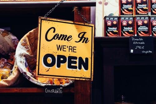 Có nhiều cách mở đầu cho buổi tư vấn bán hàng trở nên bớt căng thẳng