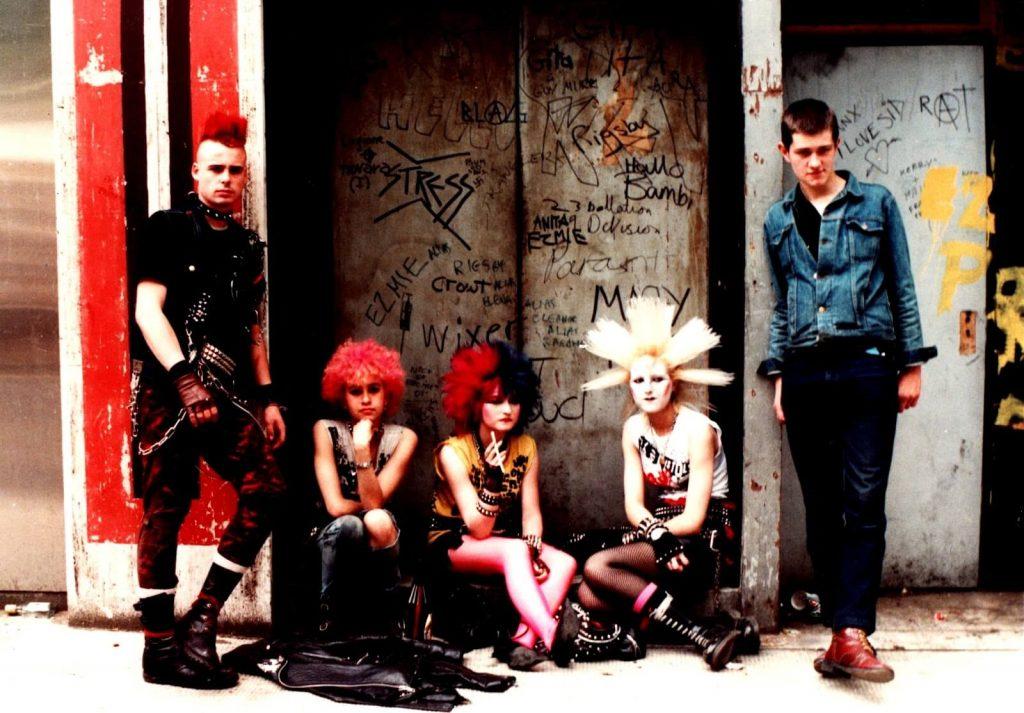 Lịch sử của thương hiệu thời trang Dr. Martens - 1970s-80s: Goths & Punks