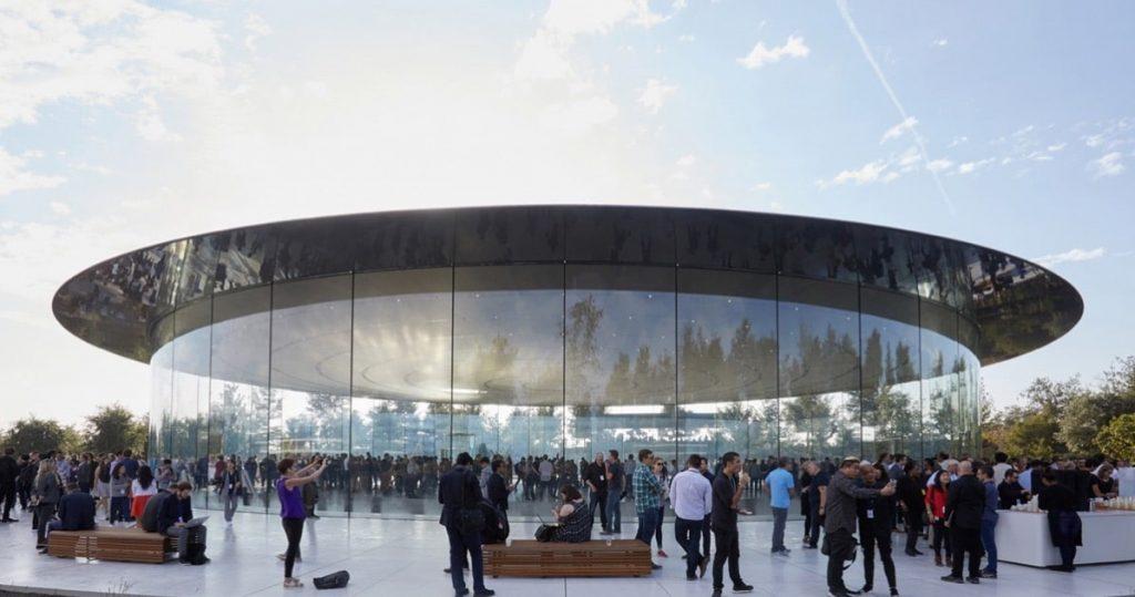 """Sự hoàn hảo đến cả """"Hội trường Steven Jobs"""" của Apple - chiến lược marketing của apple"""