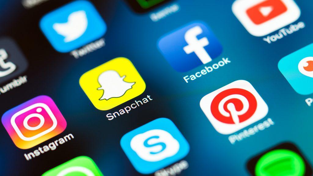 Mạng xã hội là gì? Định nghĩa mạng xã hội là gì? Truyền thông trên mạng xã hội là gì?