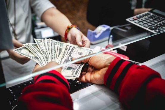 Đáo hạn ngân hàng là gì?