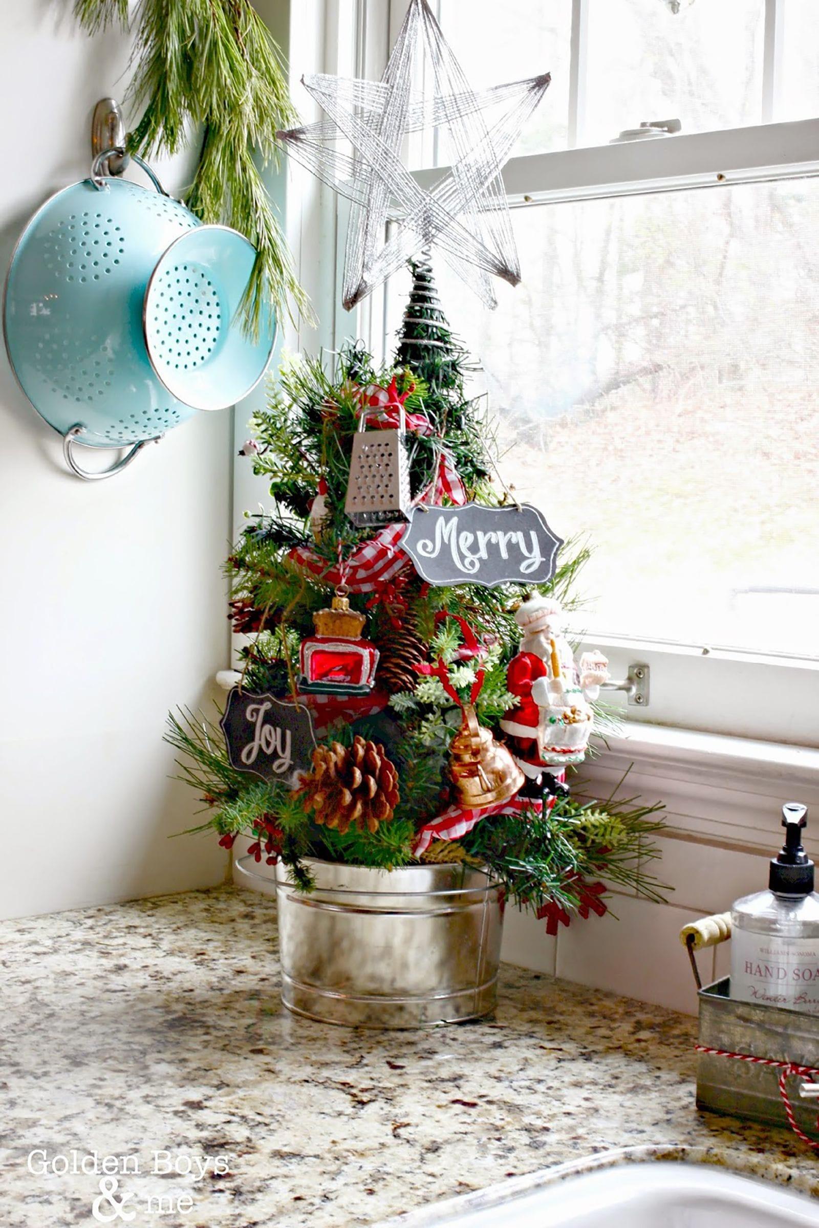 """10 ý tưởng kinh doanh mùa Noel """"hái ra tiền"""" - Bán cây thông Noel mini"""