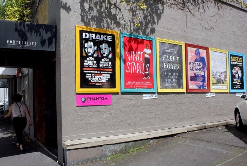 Quảng cáo poster ngoài trời