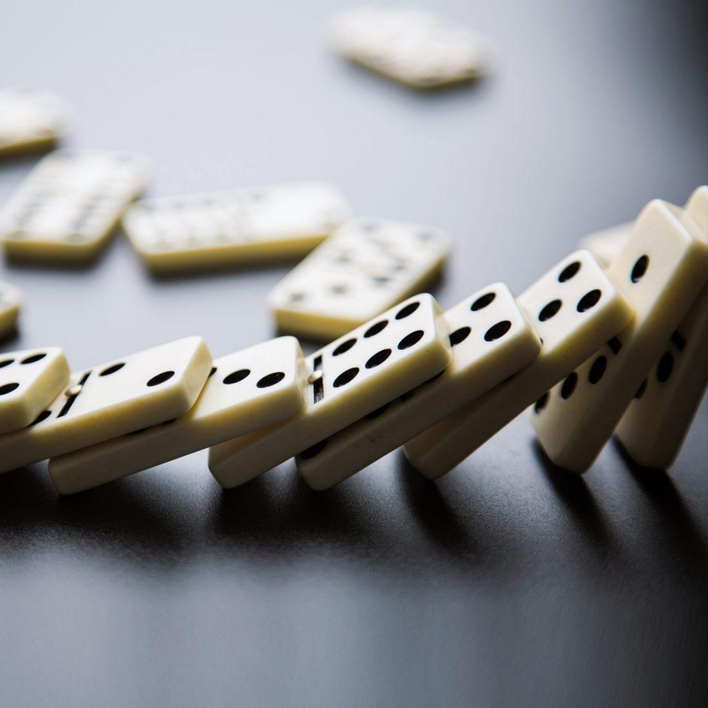Hiệu ứng domino -01
