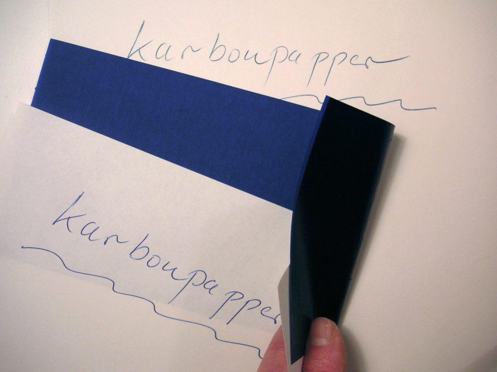 Trước đây người ta phải dùng giấy than để tạo ra bản sao cho văn bản, thư từ họ gửi